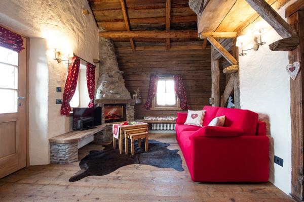 Foto divani per case di montagna realizzazione su for Chalet arredamento