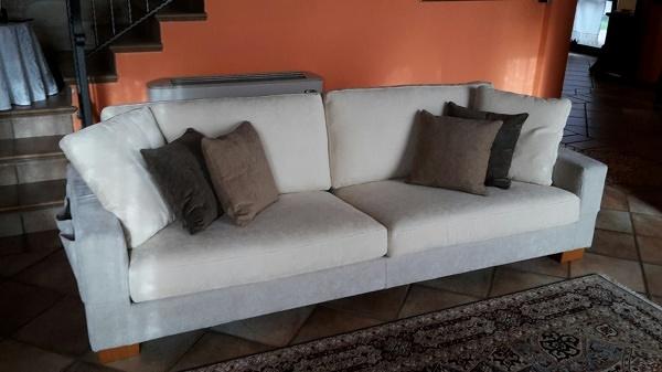 Foto divano con porta telecomandi di ergoteam 307114 habitissimo - Porta telecomandi da divano ...