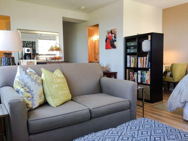Foto divano per monolocale grigio di marilisa dones 352146 habitissimo - Divano letto per monolocale ...