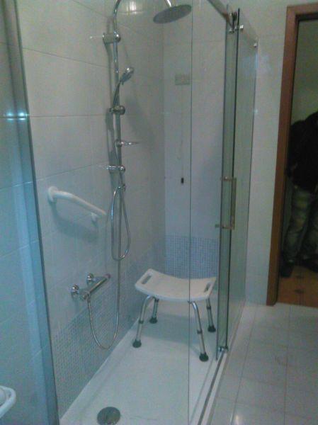 Foto doccia con seduta per anziani di sicurbagno srl - Doccia con seduta ...