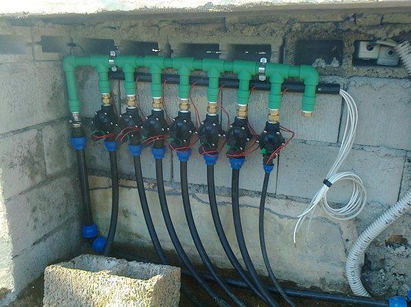 Foto elettrovalvole dell 39 impianto di irrigazione di for Preventivo impianto irrigazione
