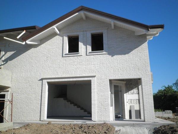 Foto facciate a vista con pietra di modica di mara for Facciate di case in mattoni e pietra