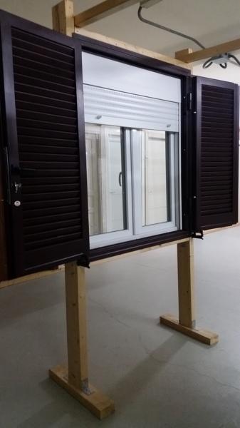 Foto finestra monoblocco con avvolgibile in p v c di ditta pirrottina giacomo 494588 habitissimo - Finestre monoblocco con avvolgibile ...