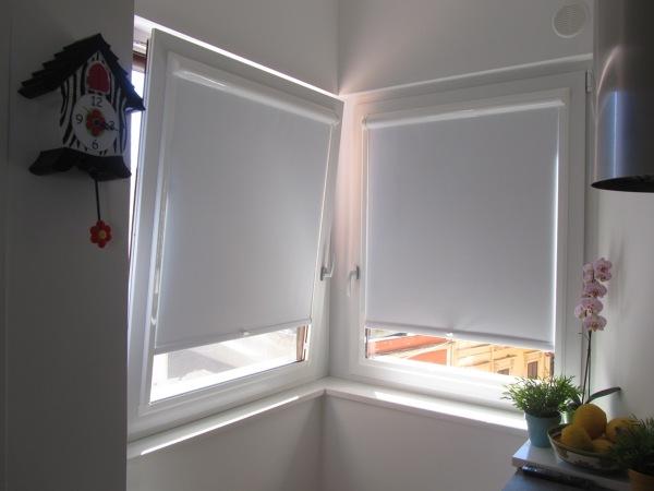 Foto finestre pvc con tendine oscuranti di doorwell porte - Vetrocamera con veneziana ...