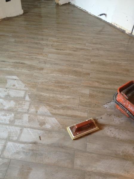 Foto gress finto legno posa diagonale di simbari salvatore pavimenti 267024 habitissimo - Posa piastrelle diagonale ...