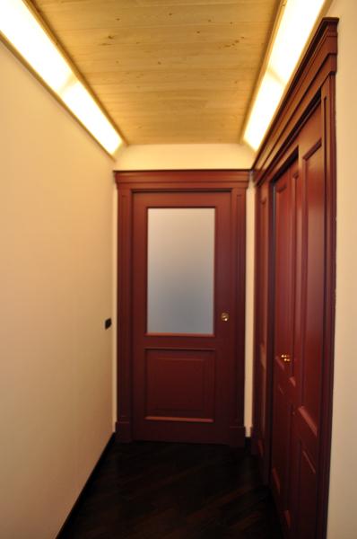 Foto il nuovo corridoio appare ben illuminato e for Piccolo costruttore di cabina