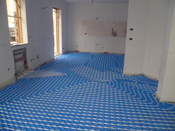Foto impianto riscaldamento a pavimento di zeta concept - Tappeto riscaldamento pavimento ...