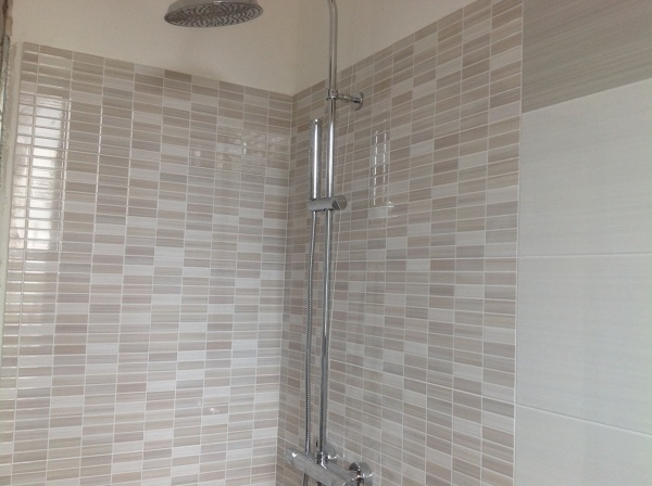 Foto interno doccia in mosaico preinciso di casambiente srls 329666 habitissimo - Mosaico per bagno doccia ...