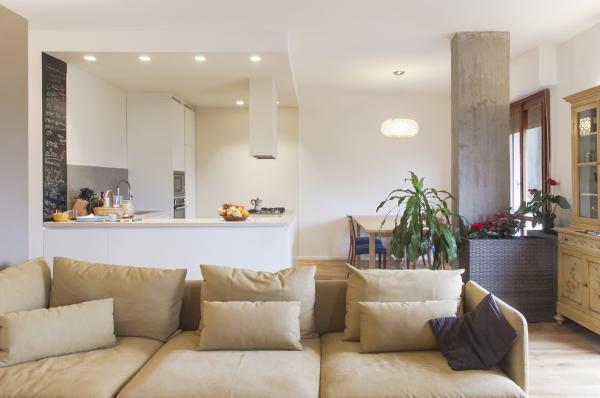 Foto: La Cucina Ad Isola con L\'illuminazione Integrata Nel ...