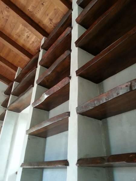 Foto libreria in muratura e legno di cedro europeo di for Cabine laterali in legno di cedro