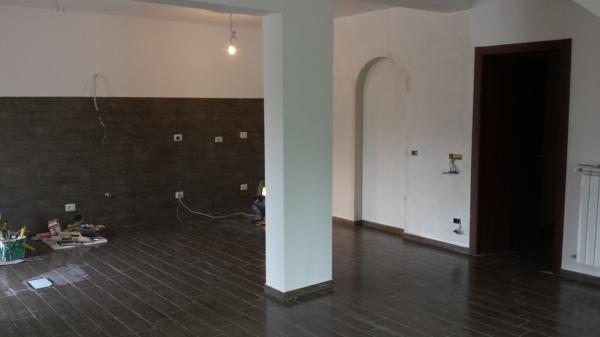 Foto montaggio pavimento e rivestimento di edil impianti di