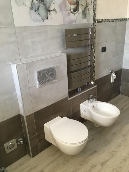 Foto mosaico boxer sanitari sospesi hatrya di de castro - Striscia di mosaico in bagno ...