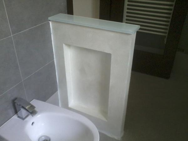 Foto muretto divisorio con nicchia di studio2 arredamenti - Bagno con muretto ...