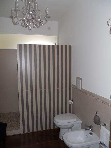 Foto parete divisoria bagno cabina doccia di impresa edile salzano 441085 habitissimo - Deumidificatore bagno parete ...