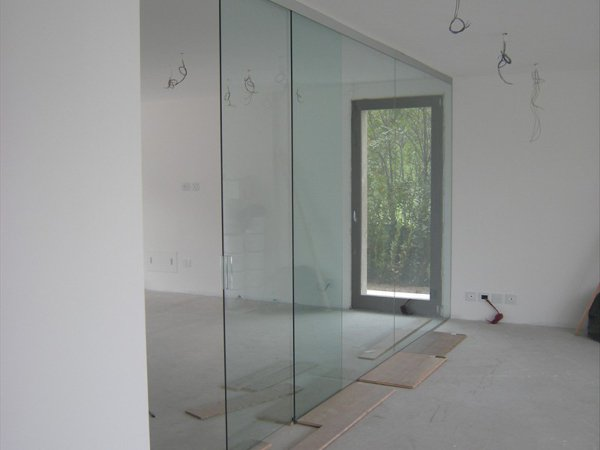 Foto parete divisoria sala cucina in cristallo - Parete divisoria in vetro ...