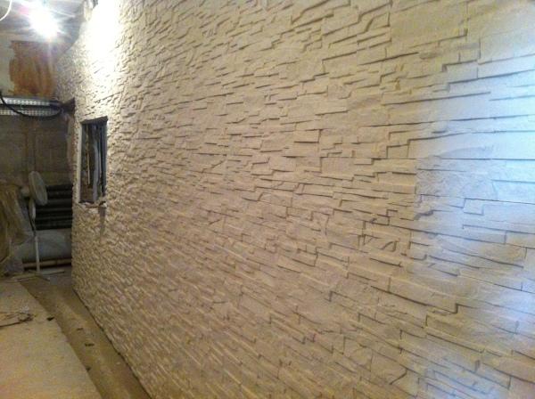 Foto parete in finta pietra di c e i srl 319265 for Polistirolo finta pietra