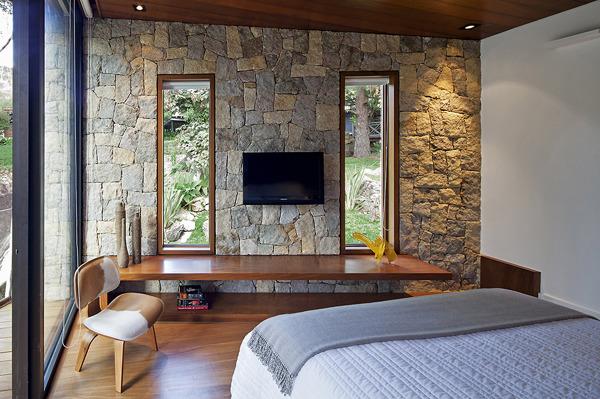 Foto parete in pietra camera da letto de marilisa dones - Parete in pietra per camera da letto ...