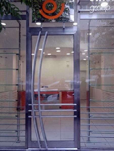 Foto particolare porta di ingresso in acciaio inox di for Arredo inox crotone