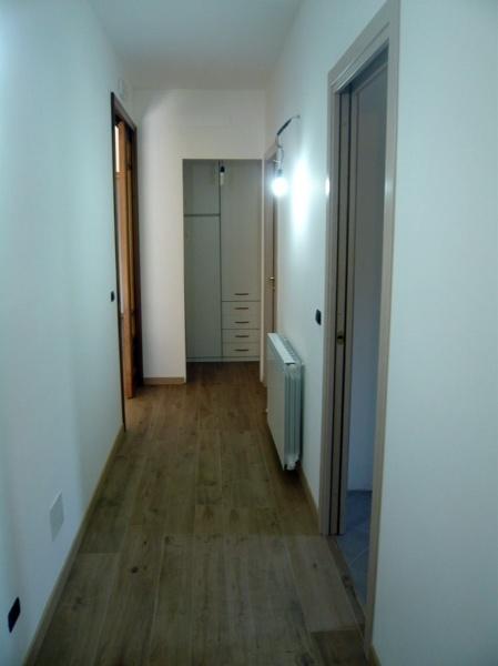 Foto pavimentazione in gr s finto legno marazzi for Gres finto legno prezzi