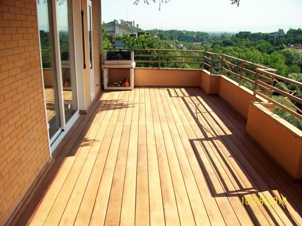 Foto pavimentazione in legno balcone di edil maker - Piastrelle da balcone ...