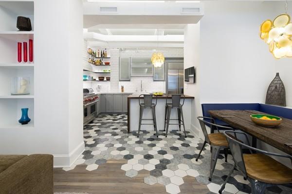 Foto pavimento con piastrelle esagonali di rossella cristofaro