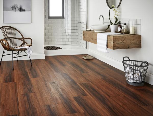 Foto: pavimento effetto legno per bagno di rossella cristofaro