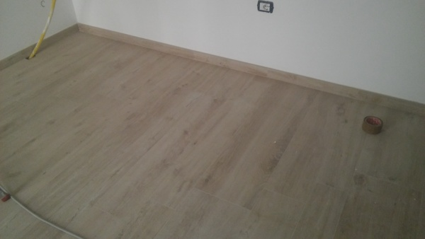 Foto pavimento gres porcellanato effetto legno di impresa for Scale in gres porcellanato effetto legno