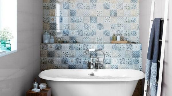 Foto piastrelle adesive per decorare il bagno di rossella