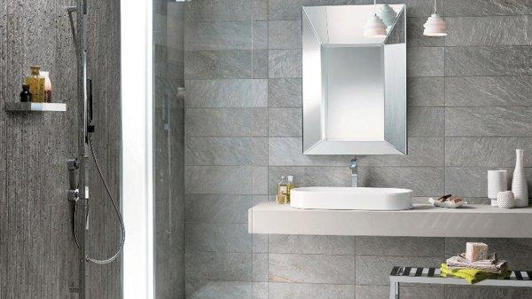 Foto piastrelle gres porcellanato bagno grigio di - Piastrelle grigie bagno ...