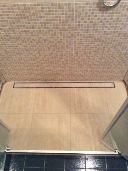 Foto piatto doccia in muratura con canalina - Piatto doccia piastrellabile ...