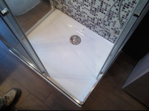 Foto piatto doccia in vetroresina vista dall 39 alto di - Piatto doccia in vetroresina ...