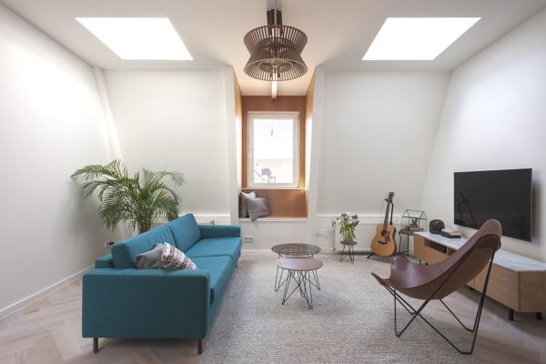 Foto piccolo salotto con lucernari di rossella cristofaro for Salotto piccolo