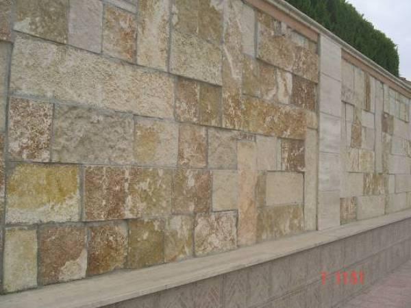 Foto pietra di trani piastrelle scorzoni vari formati retro segati