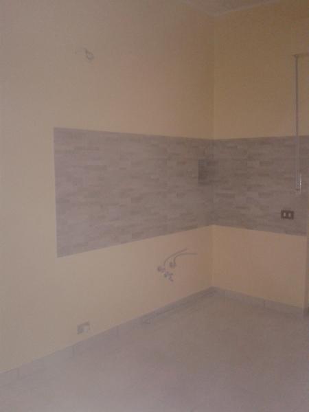 foto pitturazione cucina e posa rivestimento di