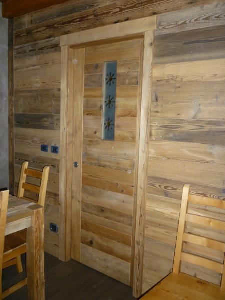 Foto porta e boiserie in legno vecchio di prontocasa for Boiserie prezzi
