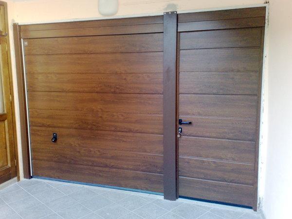 Foto portone hormann decograin goldeln oak con porta pedonale laterale di centro tecnico cresto - Portoni garage con finestre ...