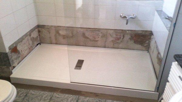Foto: posa del box e del piatto doccia di costruzioni edili melis