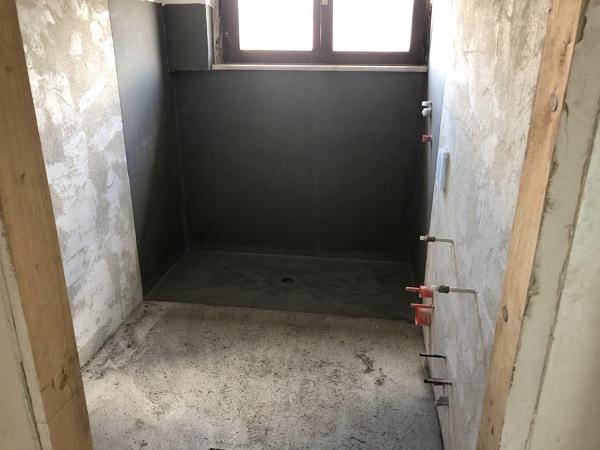 Foto posa impermeabilizzante per doccia a pavimento di i c m