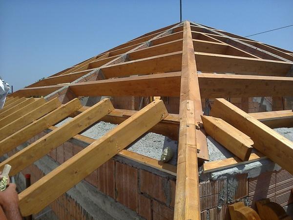 Copertura In Legno Lamellare : Foto posa in opera di copertura in legno lamellare travi