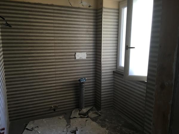 Foto posa in opera di rivestimento bagno di aedes group s r l 441014 habitissimo - Foto rivestimento bagno ...