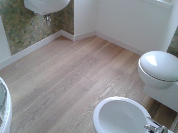 Foto pulizia parquet bagno prima di spazio parquet snc - Parquet in cucina opinioni ...