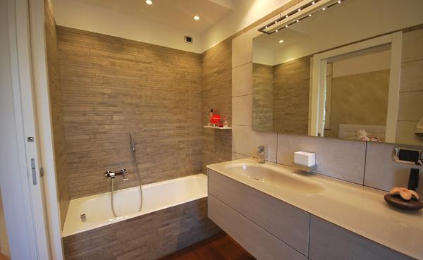 Foto ristrutturazione bagno con vasca di tigei ristrutturazioni 389760 habitissimo - Progetto bagno con vasca e doccia ...