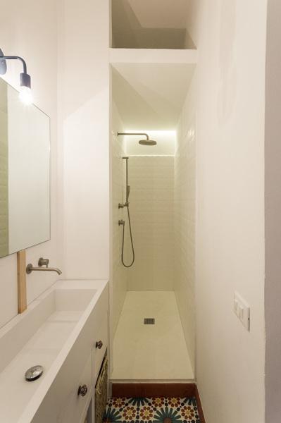 Foto ristrutturazione bagno stretto di rossella cristofaro 480344 habitissimo - Abitare il bagno trani ...