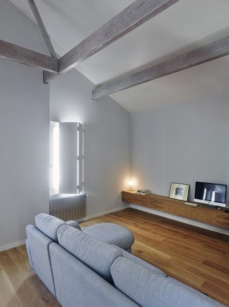 Foto salone con divano grigio chiaro di francesco - Divano grigio chiaro ...