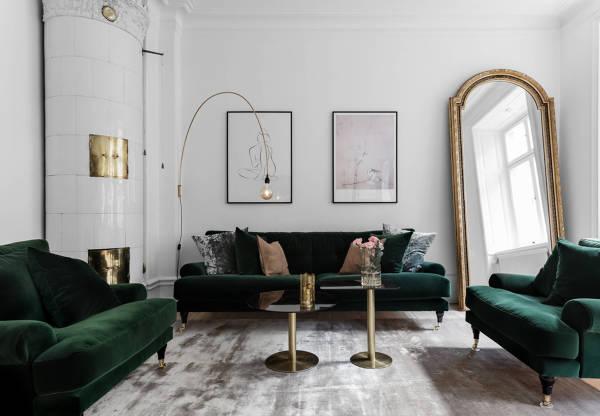 Foto salotto con divani in velluto verde di rossella - Salotto con divano blu ...