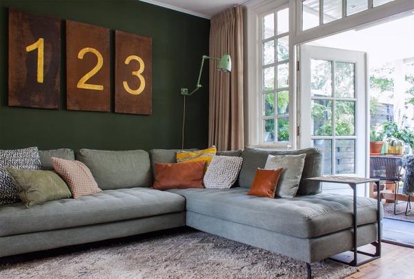 Foto salotto con grande divano ad angolo di rossella for Salotto ad angolo