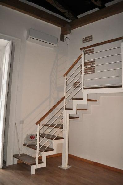Foto scala per accesso al soppalco della camera da letto - Camera da letto a soppalco ...