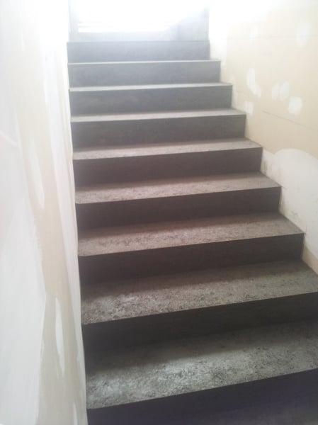 Foto scale in gres porcellanato di ristrutturazioni edili - Scale gres porcellanato ...
