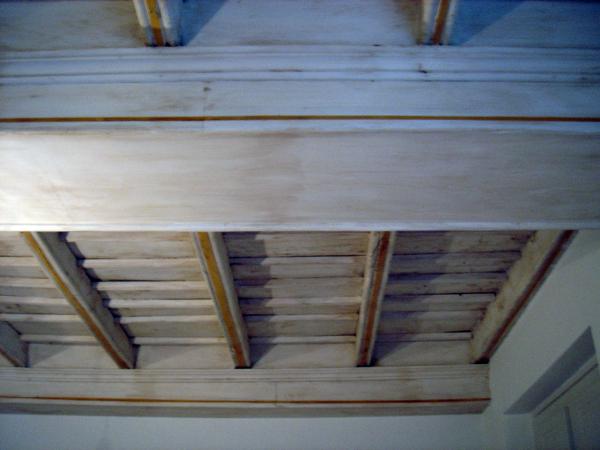 Foto: soffitto completato laccato e antichizzato di decorazioni e