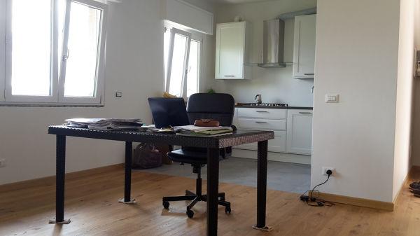 Foto soggiorno con cucina a vista di g s r l for Soggiorno con cucina a vista
